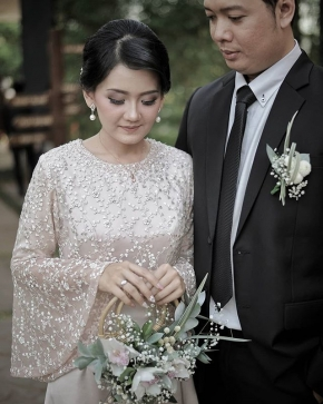 In all the world, there is no heart for me like yours. In all the world, there is no love for you like mine.  Courtesy of Dara Hafis @dara_citrahati . . #weddingku #photograferwedding #thebridestory #weddingphotography #photoprewedding #wedding #preweddingphotographer #preweddinginspiration  #preweddingidea #weddinginspiration #semarangphotography #jakartaphotographer #surabayawedding #baliwedding #vendorwedding #jakartawedding #friendsphotovideo