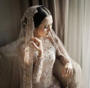 """I have found the one whom my soul loves""  Courtesy of dr.Aidha & dr.Yogi @aidahartono @myprandani @bebesjhartono . . Gown @delmorakebayajogja  Mua @nikkiwindya  Organized by @berlianeventorganizer_beo . #brideandgroom#traditionalwedding #bride#groom #bridestory#weddinginspiration #weddingku #thebridestory #weddingphotography #photoprewedding #wedding #preweddingphotographer #preweddinginspiration  #preweddingidea #weddinginspiration #semarangphotography #jakartaphotographer #surabayaphotographer #baliphotographer #baliwedding #vendorwedding #jakartawedding #friendsphotovideo"