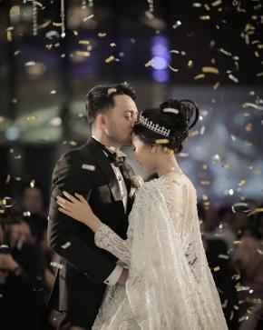 """Love to see the happiness reflected on their smiles"" . . Courtesy of dr.Aidha & dr.Yogi @aidahartono @myprandani @bebesjhartono . . . .#brideandgroom#traditionalwedding #bride#groom #bridestory#weddinginspiration #weddingku #thebridestory #weddingphotography #photoprewedding #wedding #preweddingphotographer #preweddinginspiration  #preweddingidea #weddinginspiration #semarangphotography #jakartaphotographer #surabayaphotographer #baliphotographer #baliwedding #vendorwedding #jakartawedding #friendsphotovideo"
