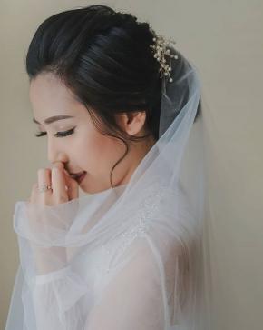 """It was always you"" . . Courtesy of @martinusadiwinata @siscaevanda . Mua : @nenaliekuang Gown : @larosebridal Hearpiece : @lavalier.jewels Eo : @dreamworks_eo .  #brideandgroom#bride#groom #topengeo #bridestory#weddinginspiration #weddingku #thebridestory #weddingphotography #photoprewedding #wedding #preweddingphotographer #preweddinginspiration  #preweddingidea #weddinginspiration #semarangphotography #jakartaphotographer #surabayaphotographer #baliphotographer #baliwedding #vendorwedding #jakartawedding #friendsphotovideo"