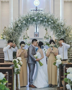 """I have found the one whom my soul loves""  Courtesy of @martinusadiwinata @siscaevanda . Mua : @nenaliekuang Gown : @larosebridal Hearpiece : @lavalier.jewels Eo : @dreamworks_eo . .  #brideandgroom #bride #groom  #bridestory #weddinginspiration #weddingku #thebridestory #weddingphotography #photoprewedding #wedding #preweddingphotographer #preweddinginspiration  #preweddingidea #weddinginspiration #semarangphotography #jakartaphotographer #surabayaphotographer #baliphotographer #baliwedding #vendorwedding #jakartawedding #friendsphotovideo"